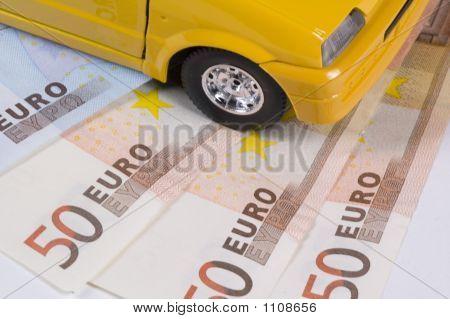 Frente do carro em notas de Euro