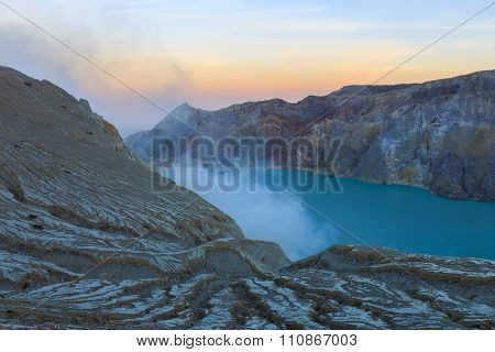 Sunrise at Kawah Ijen, Ease java, Indonesia
