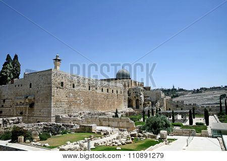 Archaeological Park And The Dome Of The Al-aqsa Mosque In Jerusalem