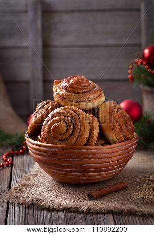 Sweet cinnamon bun rolls or kanelbullar christmas homemade norwegian delicious sweet dessert with sp
