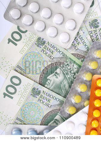Zloty money bills and pills