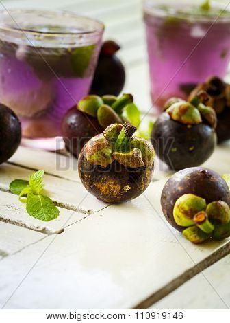 Juice With The Mangosteen, Lime And Mint