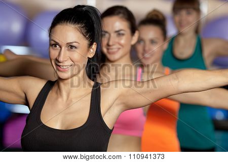 group of four women traning in the gym