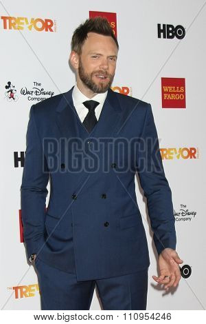 LOS ANGELES - DEC 6:  Joel McHale at the TrevorLIVE Gala at the Hollywood Palladium on December 6, 2015 in Los Angeles, CA