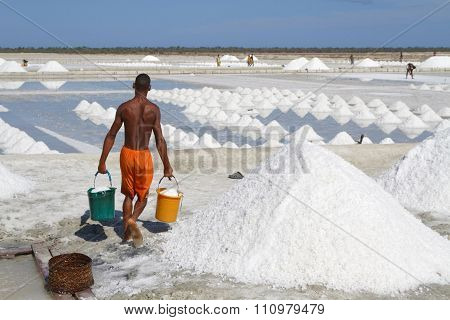 Salt extraction at Belo-sur-Mer