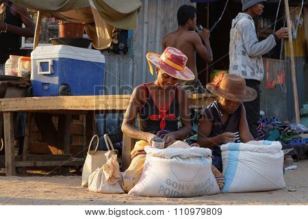 Belo-sur-tsiribhine, Madagascar, November 20, 2015 : At The Market. The Majority Of The Population O