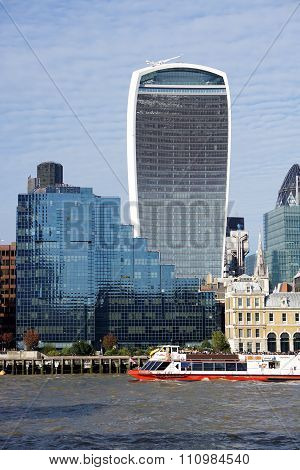 City of London Skyscrapers, Tour Boat