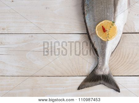 Tail of fresh dorado with spices