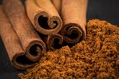 Постер, плакат: Cinnamon Sticks With Powder