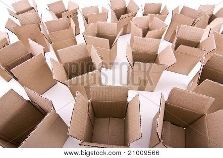 Viele öffnen Kartons Weitwinkelansicht