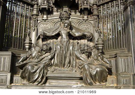 Queen Alexandra memorial, London