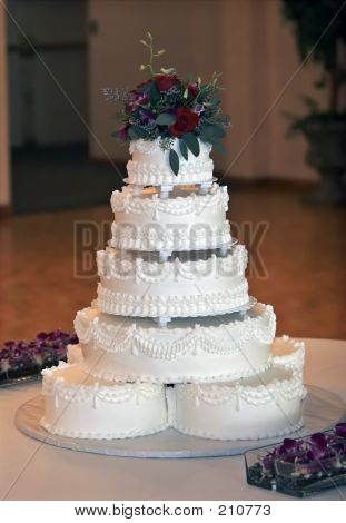 Beautiful Multi-tiered Wedding Cake