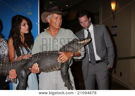LOS ANGELES - JUN 17:  Lindsay Hartley, Jack Hanna, Michael Muhney arriving  at the 38th Annual Daytime Creative Arts Emmy Awards at Westin Bonaventure Hotel on June 17, 2011 in Los Angeles, CA