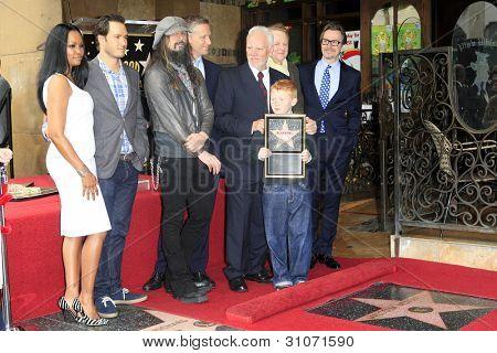 LOS ANGELES, CA - 16 de MAR: Malcolm McDowell, Garcelle Beauvais, Reed Diamond, Mark-Paul Gosselaar, Gar