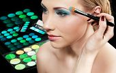 foto of makeup artist  - Makeup artist applying eyeshadow - JPG