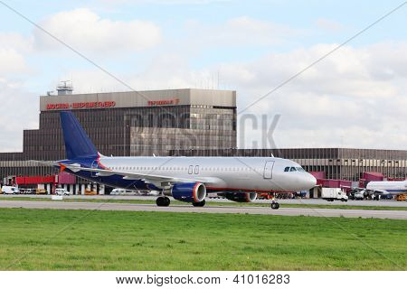 MOSCOW - SEPTEMBER 22: Passenger airliner is in Sheremetyevo Airport on September 22, 2011 in Moscow, Russia. Sheremetyevo International Airport is one of twenty largest airports in Europe.