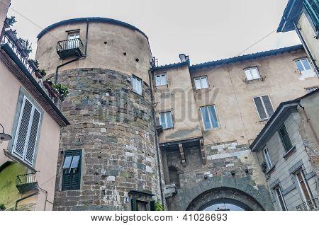 Porta porta de Borgo Di Lucca, Toscana, Itália