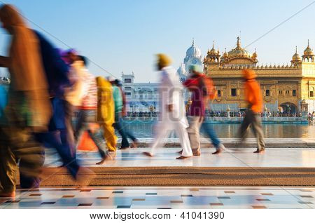 Group of Sikh pilgrims walking by the holy pool, Golden Temple, Amritsar, Pun jab state, India, Asia