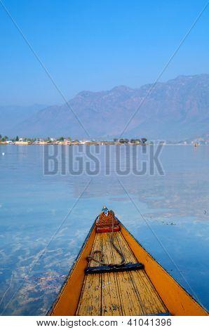 Barco em todo o estado de Dal Lago Srinagar, Jammu & Caxemira, Índia