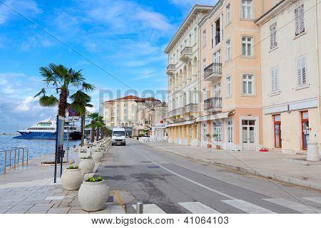 Ansicht der Mittelmeerstadt, Kai Opatija, Kroatien