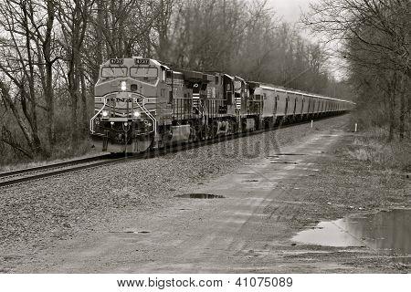 Trem de preto e branco