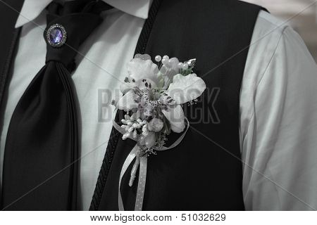 Groom's Boutonniere Tie And Brooch