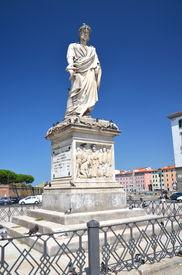 foto of leopold  - The statue of Grand Duke Leopold II on Piazza della Republica in Livorno - JPG