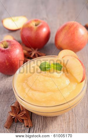 bowl of apple sauce
