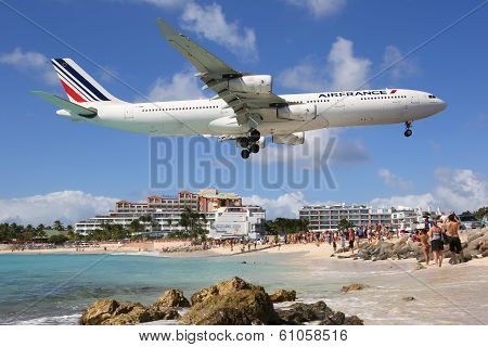 Air France Airbus A340-300 Landing St. Maarten