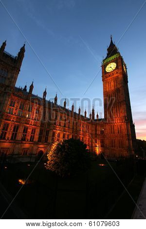 Big Ben At Parliment As Seen At Dusk