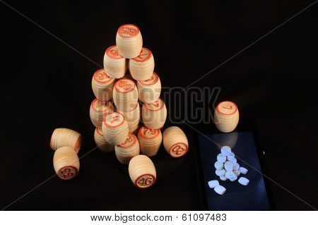 Small barrels lotto lined up in a pyramid