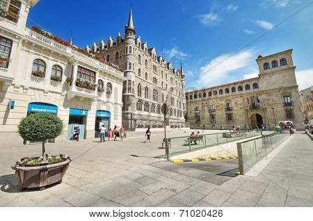 Tourist visiting Botines Palace and Guzmanes Palace in Leon Spain