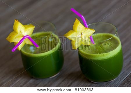 Green Smoothies With Starfruit