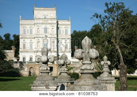 Lily Statue Pamphili  Coat Of Arms
