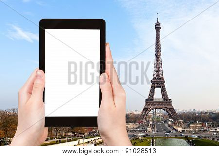 Tourist Photographs Of Eiffel Tower In Paris
