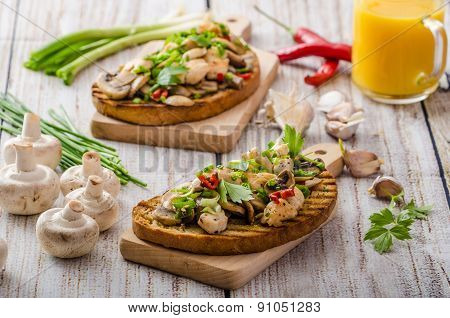 Toast With Mushrooms And Fried Chicken, Sprinkled With Toast With Mushrooms And Fried Chicken