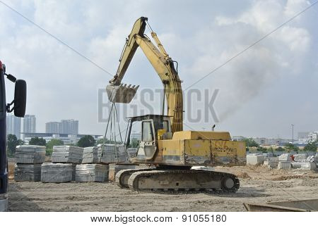 Excavator machine used to lifting heavy load
