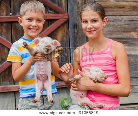 Kids with piglet