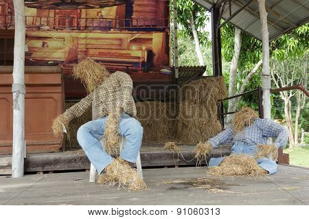 Puppets Made ??of Straw