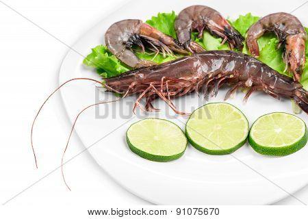 Delicious fresh shrimp with lemon