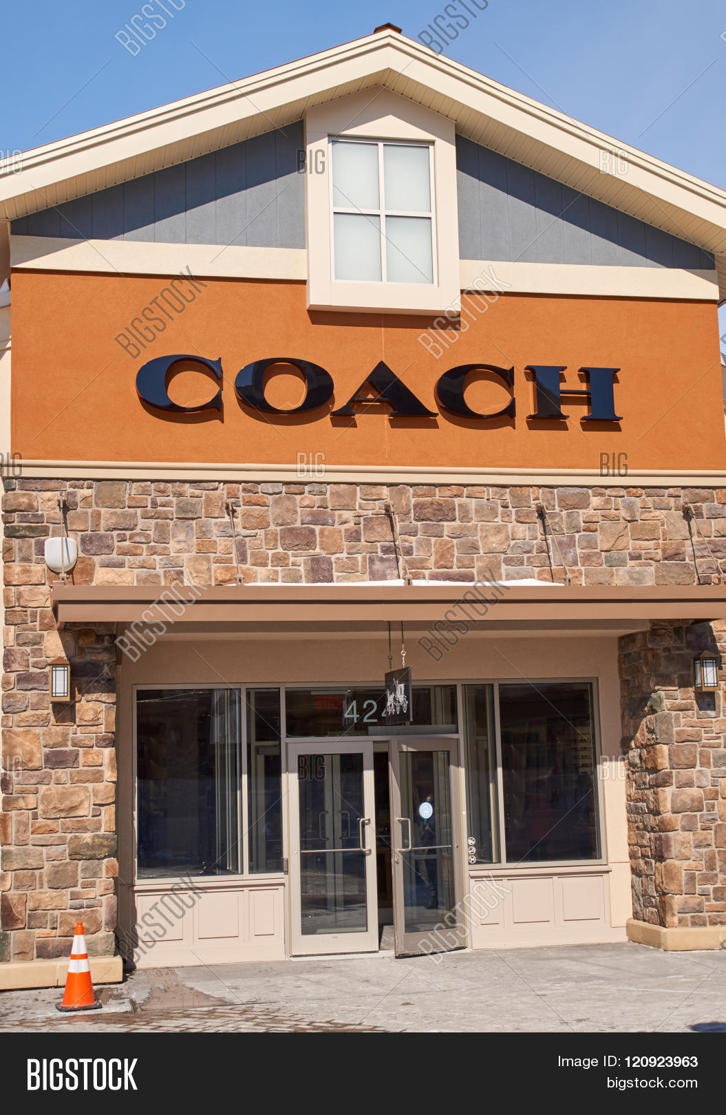 coach canada outlet z2xq  MONTREAL CANADA