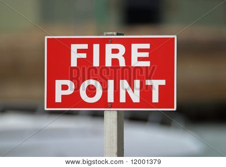 Señal que indica el equipo contra incendios en un puerto deportivo