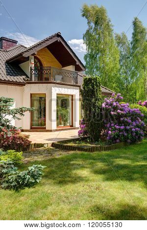 Villa Garden With Large Lawn