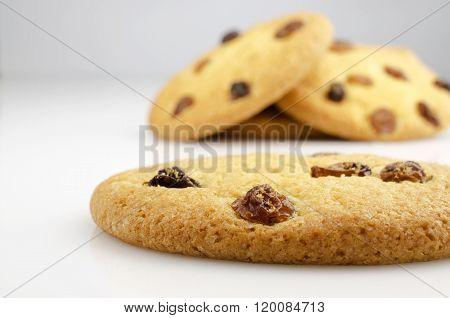 Crisp Cookies With Raisins
