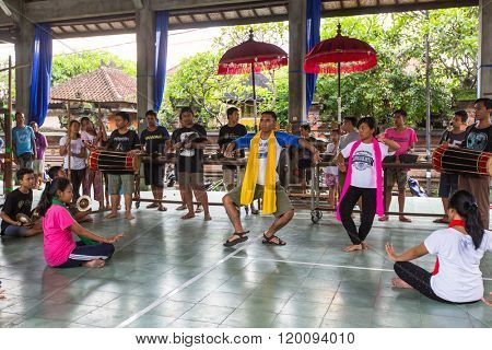 UBUD, BALI / INDONESIA - MAR 1, 2016: Unidentified teenagers at the time of preparations for Ngrupuk parade, which takes place on the eve of Nyepi day in Bali. Nyepi is a public holiday in Indonesia.