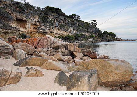 Shelley Cove: Granite and Limestone Coast