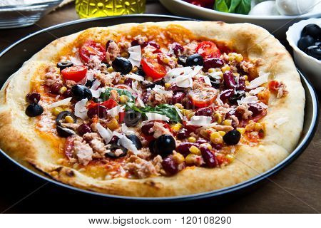 American Pizza With Salami,beans And Mais