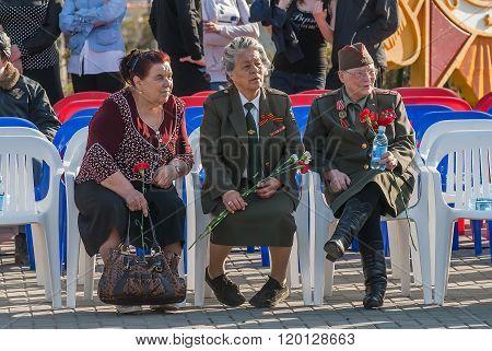 Women - veterans of World War II on tribunes