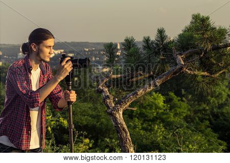 Male photographer taking photos with DSLR camera.
