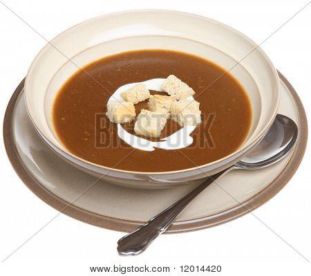Sopa de rabo de boi com creme e croutons.
